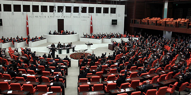 EU welcomes new Turkish law on foreigners
