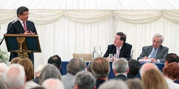 Foreign Minister Davutoğlu delivered a lecture on Turkish foreign policy at Ditchley Foundation in the UK.